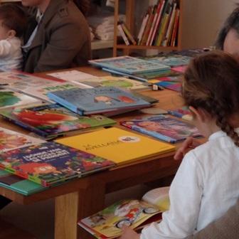 Büchertisch spanische Buchauswahl_Bibliomagia