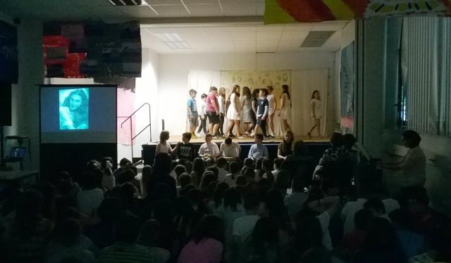 Theateraufführug der Schüler Aristoteles Schule München für Alki Zei